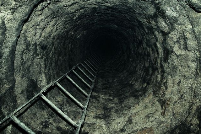 ladder into catacomb